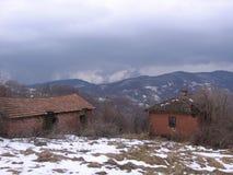 在Grza附近的老房子 免版税图库摄影