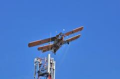 在GSM天线的飞机 免版税库存照片