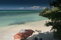 在Guardalavaca海滩古巴附近的一个偏僻的海湾 免版税库存图片