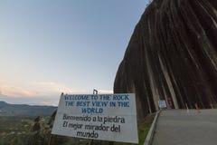 在Guatape入彼德拉el Penol的标志在安蒂奥基亚省, Co 免版税库存图片