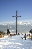 在Gubalowka -扎科帕内, Tatra山的十字架 图库摄影