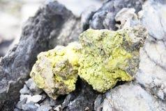 在Gunung Bartur火山的硫磺 免版税库存照片
