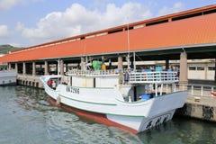 在gushan轮渡码头的私有游艇 免版税库存照片