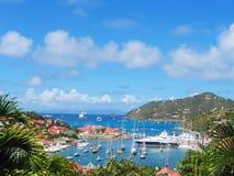 在Gustavia港口的鸟瞰图有兆游艇的在圣Barts,法属西印度群岛 免版税库存图片