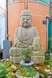 在Gwangbok街道上的菩萨雕象在釜山,韩国 免版税库存照片