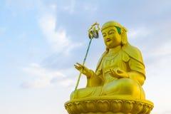在Haedong Yonggungsa寺庙的菩萨雕象在釜山,韩国 免版税库存图片
