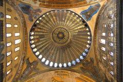 在Haghia索菲娅圆顶的看法从里边,在伊斯坦布尔,土耳其 免版税库存图片
