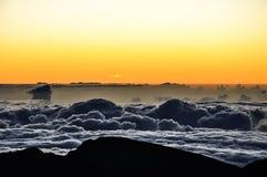 在Haleakala火山口-毛伊,夏威夷的壮观的日出 库存图片