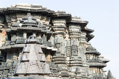 在Halebidu,卡纳塔克邦,印度的老印度寺庙 免版税图库摄影