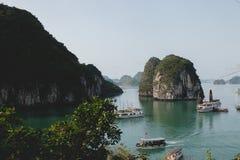 在Halong海湾的小船 免版税图库摄影
