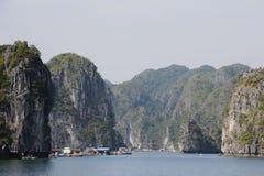 在Halong海湾的小船 库存图片