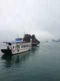 在halong海湾的船 库存图片