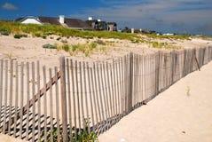 在Hamptons的江边豪宅 免版税库存照片