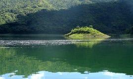 在Hanabanilla湖的钥匙 免版税图库摄影