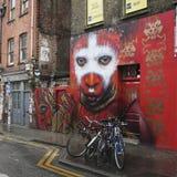 在Hanbury街的一个壁画在塔小村庄自治市镇的,它的街道艺术的区域名声Shoreditch在东部伦敦 免版税库存图片