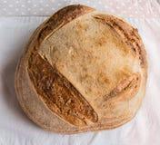 在Handmake灰色组织的Handmake面包 免版税库存照片