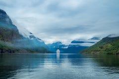 在Hardanger的巡航划线员fjorden 免版税库存图片