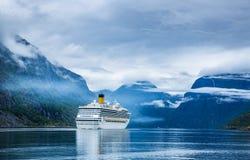 在Hardanger的巡航划线员fjorden 免版税库存照片