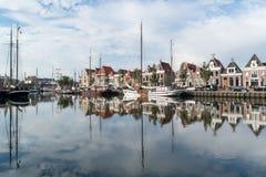 在Harlingen,荷兰南港口运河的小船  库存照片