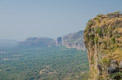 在Harmattan季节期间,使美丽的Doucki峡谷环境美化射击在Fouta Djalon高地,几内亚,西非的 图库摄影