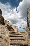 在Harney峰顶火监视塔的石楼梯在Custer国家公园在黑山 图库摄影