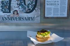 在Harrys Cafe de Wheels的澳大利亚人著名肉馅饼 免版税图库摄影