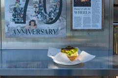 在Harrys Cafe de Wheels的澳大利亚人著名肉馅饼 免版税库存照片