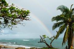 在Hatillo,波多黎各使与彩虹的场面靠岸 库存照片