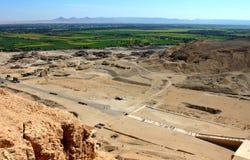 在hatshepsut尼罗s寺庙valey视图之上 免版税图库摄影