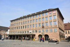 在Hauptmarkt广场的Rathaus大厦在纽伦堡 免版税库存照片