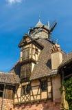 在Haut-Koenigsbourg城堡-阿尔萨斯的风车 免版税库存图片