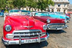 在Havana.Before的经典美国汽车在古巴人10月发行的一个新的法律2011年,可能只贩卖在路在1959的革命年之前的老汽车 免版税图库摄影