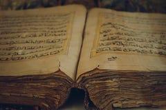 在Hazret苏丹清真寺的Coran 库存照片