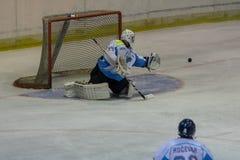在HC Vojvoidna诺维萨德和HC特里格拉夫峰克拉尼之间的国际曲棍球联盟IHL比赛 免版税库存照片