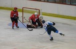 在HC Vojvoidna诺维萨德和HC特里格拉夫峰克拉尼之间的国际曲棍球联盟IHL比赛 图库摄影