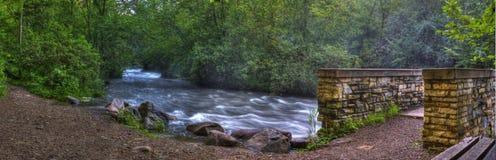 在HDR的小河和桥梁 免版税库存照片
