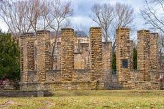 在Heinepark的第一座世界大战纪念碑在鲁多尔斯塔特和Heidecksburg在背景中我 免版税库存图片