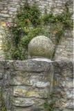 在Heldenburg城堡的石球形装饰 免版税图库摄影