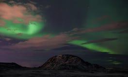 在Helgafell山的极光 库存照片