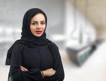 在hijab的美好的阿拉伯模型 库存照片