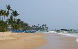 在Hikkaduwa沙滩  斯里南卡 免版税库存图片