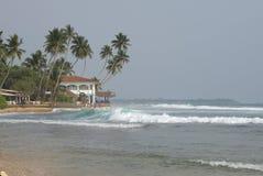 在Hikkaduwa海滩的海洋海浪  斯里南卡 免版税图库摄影