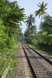在Hikkaduwa附近的铁路 斯里南卡 免版税库存图片
