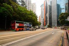 在HK的街道上的双层甲板船电车 图库摄影