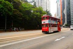 在HK的街道上的双层甲板船电车 免版税库存照片