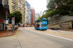 在HK的街道上的双层甲板船电车 库存图片