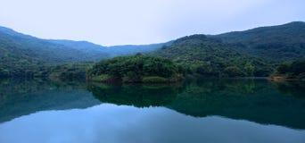 在Ho Pui水库的反射在香港 免版税库存照片