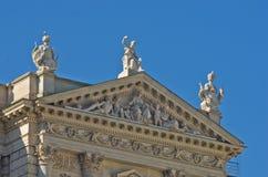 在Hofburg宫殿的历史和神话建筑细节在维也纳 免版税库存照片