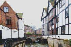 在Hogsmill的Clattern桥梁,泰晤士河的附庸国,在市在泰晤士的金斯敦,英国 免版税库存照片
