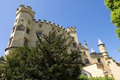 在Hohenschwangau城堡外面在蓝天下,一个巴伐利亚的著名地标,德国 免版税库存照片